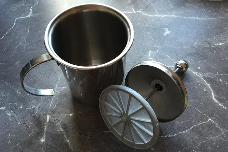 Milchaufschäumer mit Sieb
